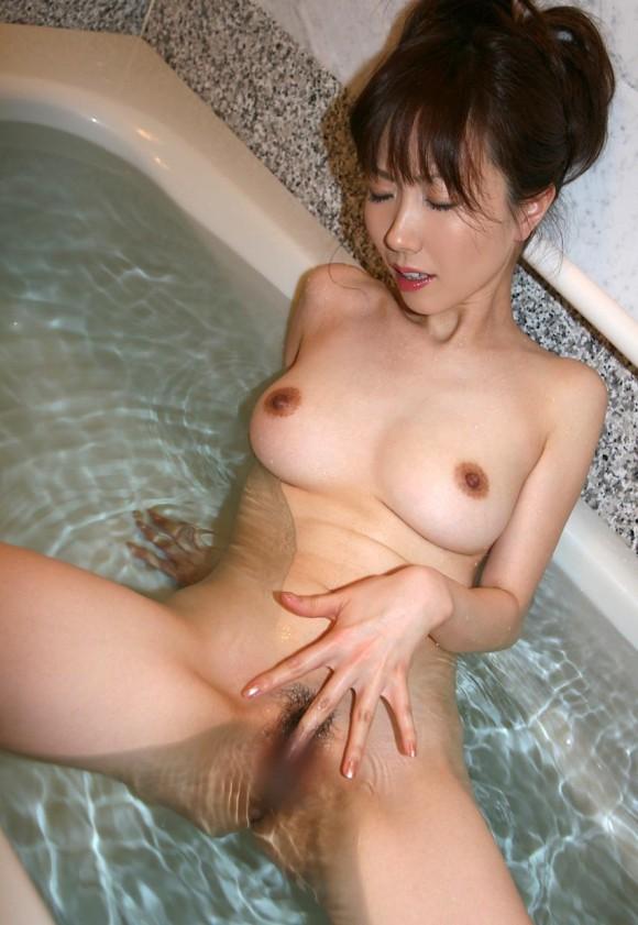 【おっぱい】おっぱいプルプルでオナニー大好きな淫乱娘を集めてみた! 09