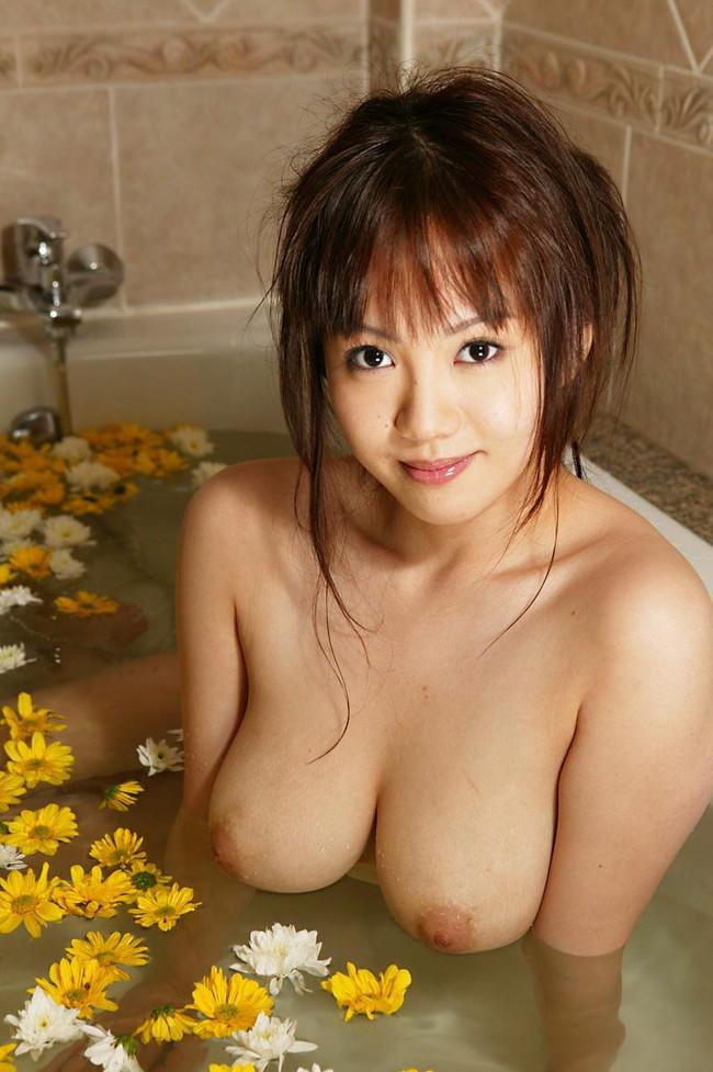 【おっぱい】お風呂の中でおっぱいふよんふよん浮かしてるようなおっぱいエロ画像! 07