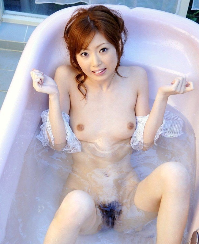 【おっぱい】お風呂の中でおっぱいふよんふよん浮かしてるようなおっぱいエロ画像! 12