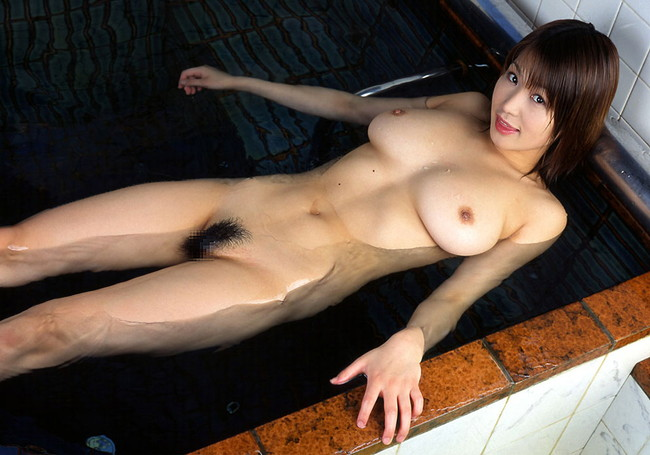 【おっぱい】お風呂の中でおっぱいふよんふよん浮かしてるようなおっぱいエロ画像! 15