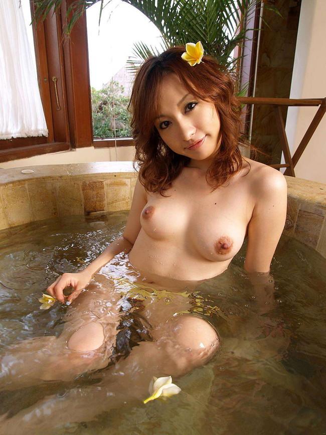 【おっぱい】お風呂の中でおっぱいふよんふよん浮かしてるようなおっぱいエロ画像! 20