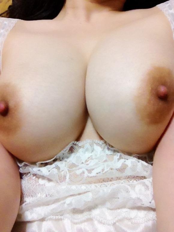 【おっぱい】超生々しい激エロ自撮り画像!ばんざーい! 22