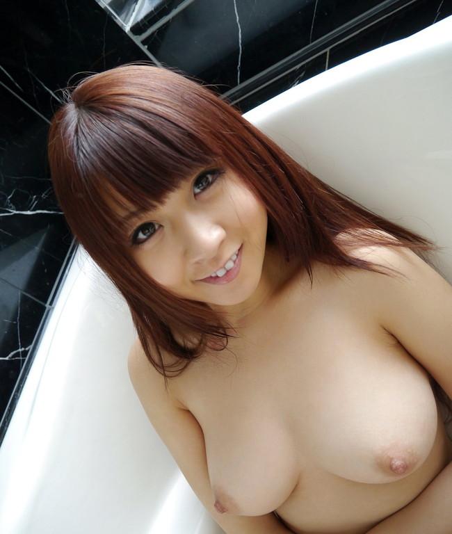 【おっぱい】シャワーの水滴がおっぱいを転がり落ちる…。思わず見入ってしまう入浴シーン! 23