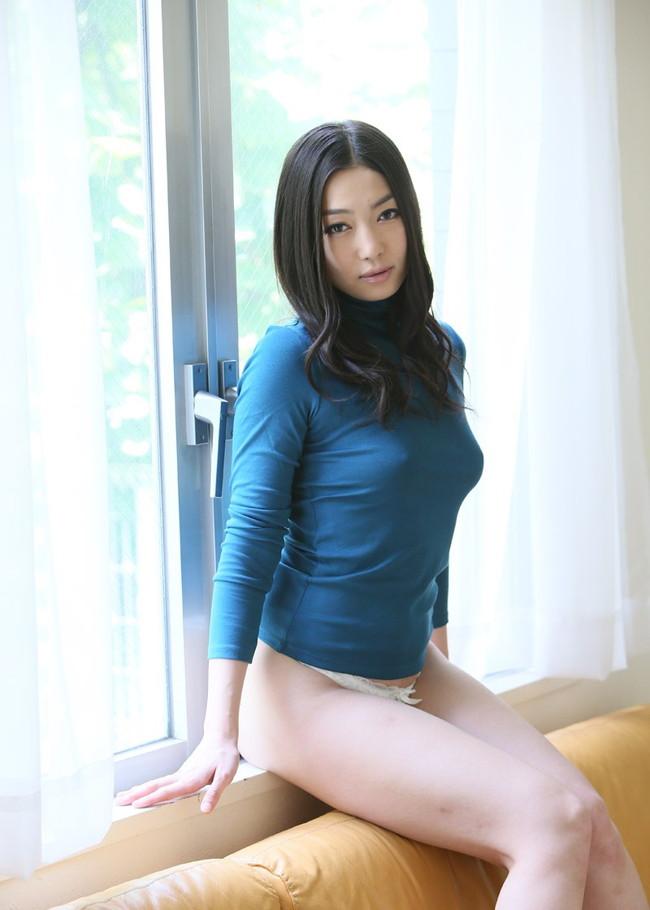 【おっぱい】服の上から乳首がしっかり確認できちゃうエロ画像!【30枚】 07