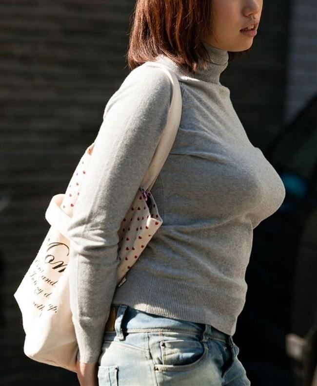 【おっぱい】ニットやセーターの上からでも分かっちゃう巨乳がエロすぎる!【30枚】 05