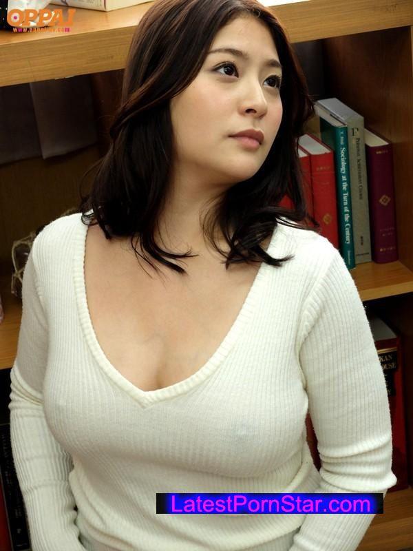 【おっぱい】ニットやセーターの上からでも分かっちゃう巨乳がエロすぎる!【30枚】 09