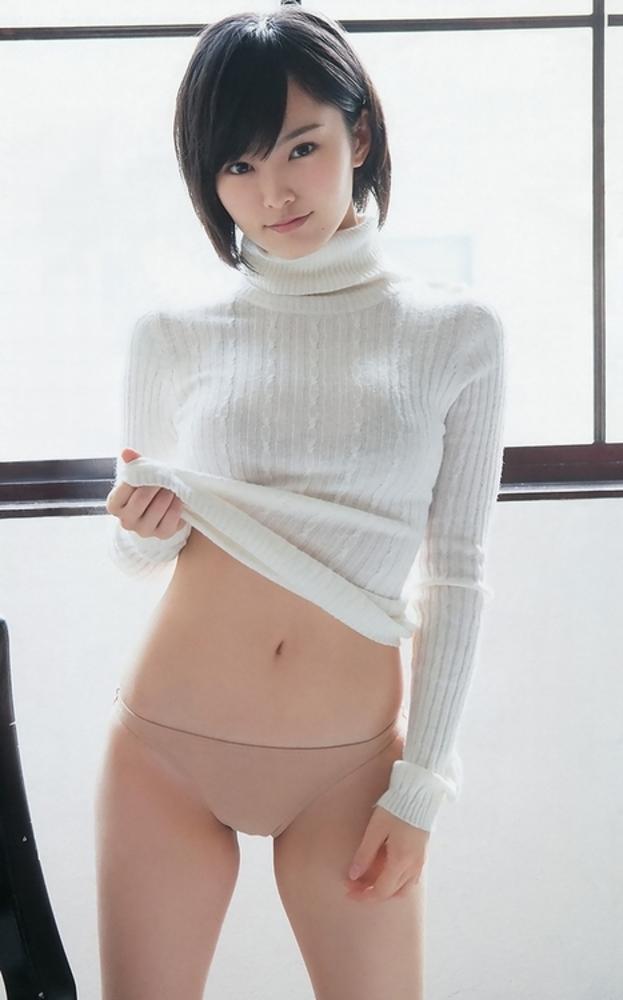 【おっぱい】ニットやセーターの上からでも分かっちゃう巨乳がエロすぎる!【30枚】 27