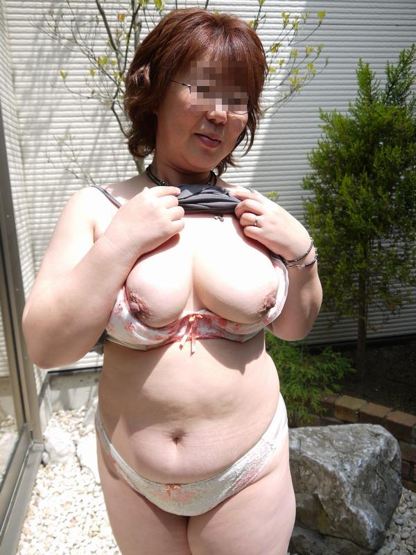 【おっぱい】脂が乗った熟女の巨乳がエロすぎる!【30枚】 07