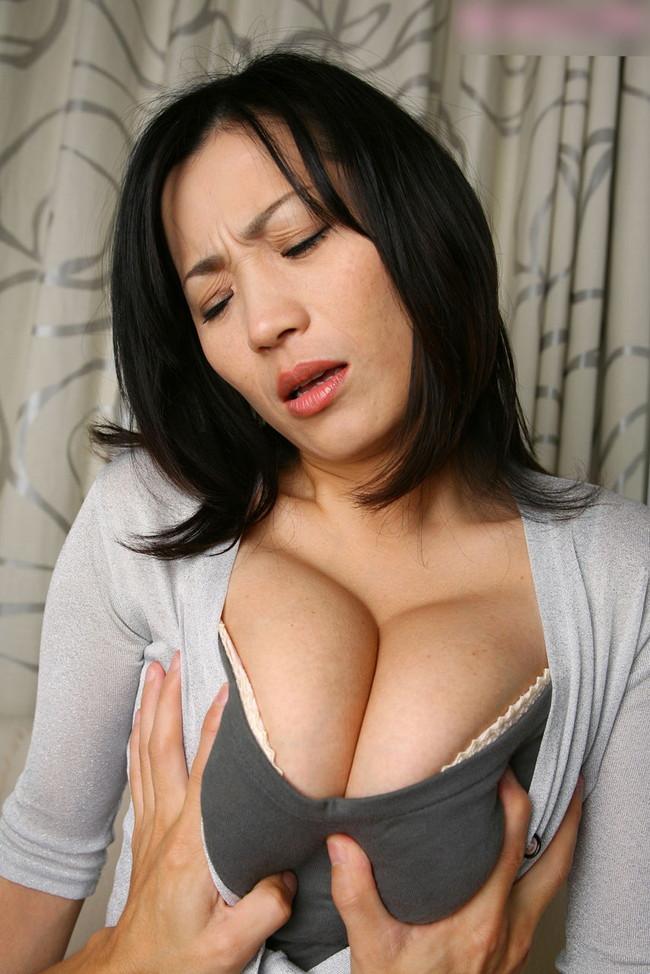 【おっぱい】脂が乗った熟女の巨乳がエロすぎる!【30枚】 10