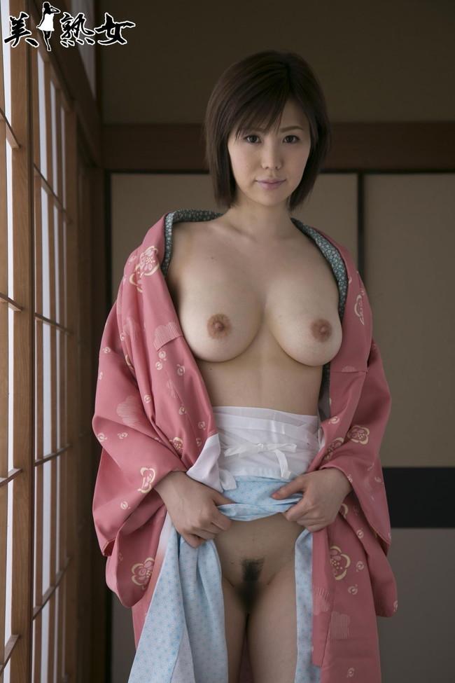 【おっぱい】脂が乗った熟女の巨乳がエロすぎる!【30枚】 13