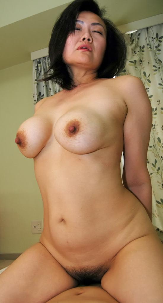 【おっぱい】脂が乗った熟女の巨乳がエロすぎる!【30枚】 16