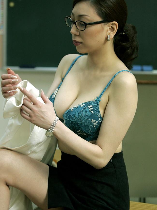 【おっぱい】脂が乗った熟女の巨乳がエロすぎる!【30枚】 23