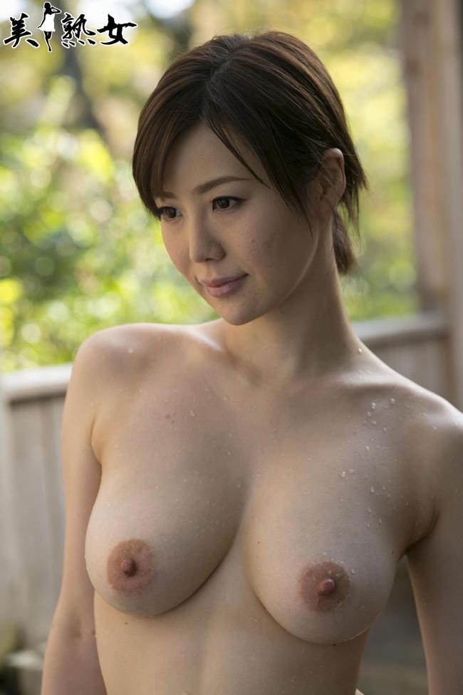 【おっぱい】脂が乗った熟女の巨乳がエロすぎる!【30枚】 25