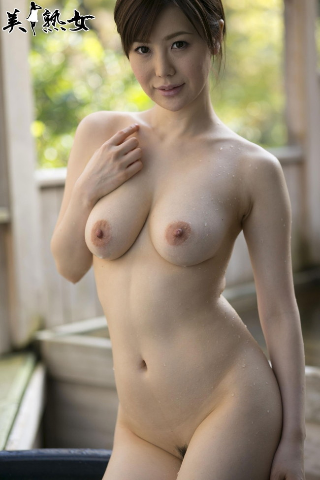 【おっぱい】脂が乗った熟女の巨乳がエロすぎる!【30枚】 28