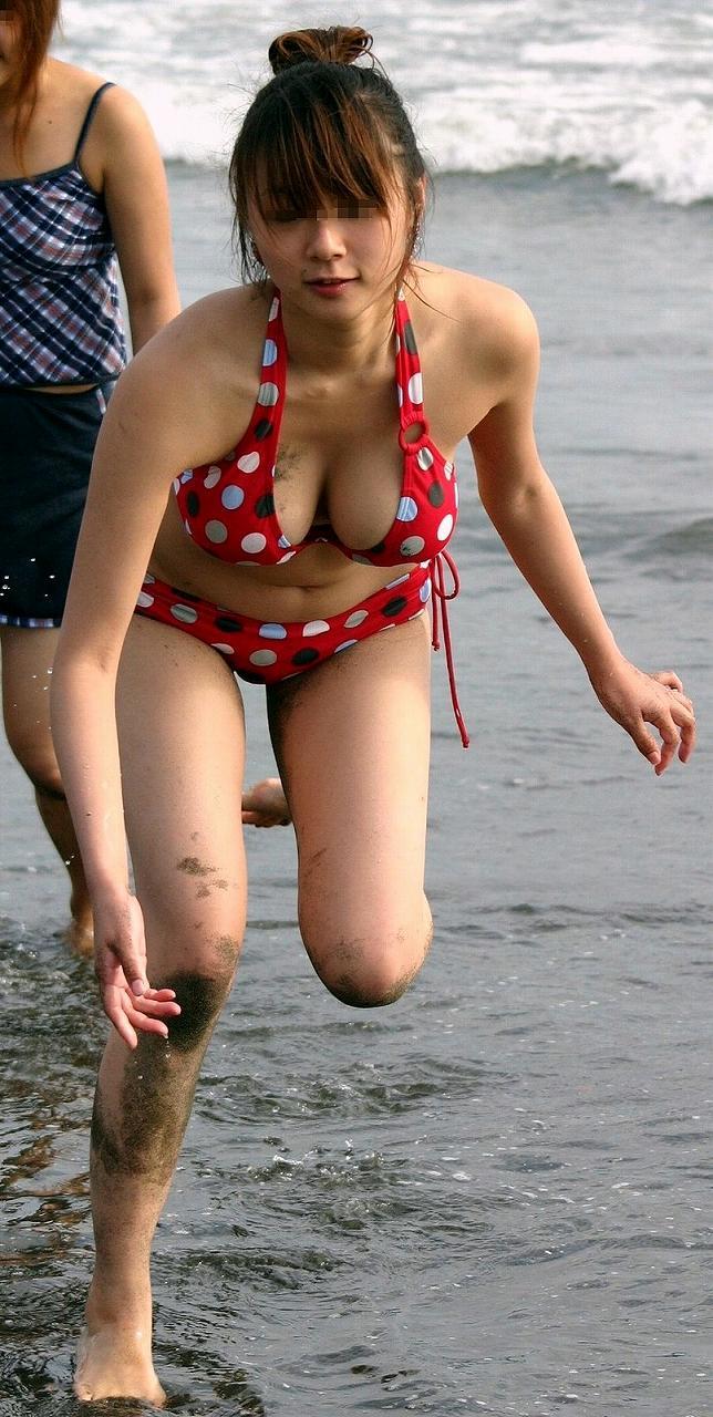 【おっぱい】真夏のビーチで見つけたおっぱいが素晴らしいお姉さん!【30枚】 07