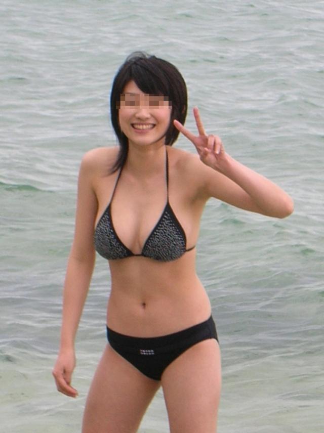 【おっぱい】真夏のビーチで見つけたおっぱいが素晴らしいお姉さん!【30枚】 17