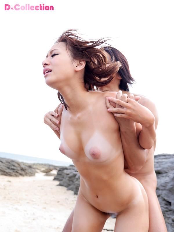 【おっぱい】日焼け跡がセクシーな美女たちのエロ画像【30枚】 12