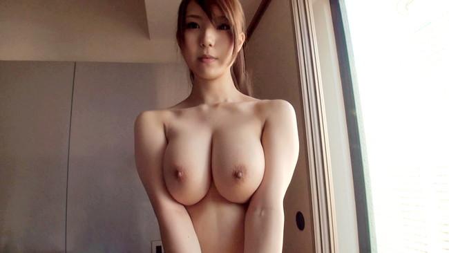 【おっぱい】大人の魅力を感じる人妻のスケベな巨乳画像【30枚】