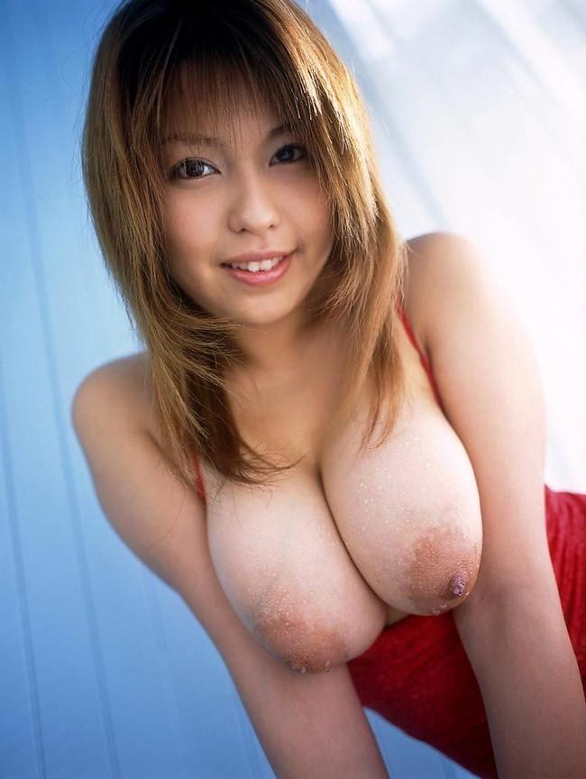 【おっぱい】大人の魅力を感じる人妻のスケベな巨乳画像【30枚】 13