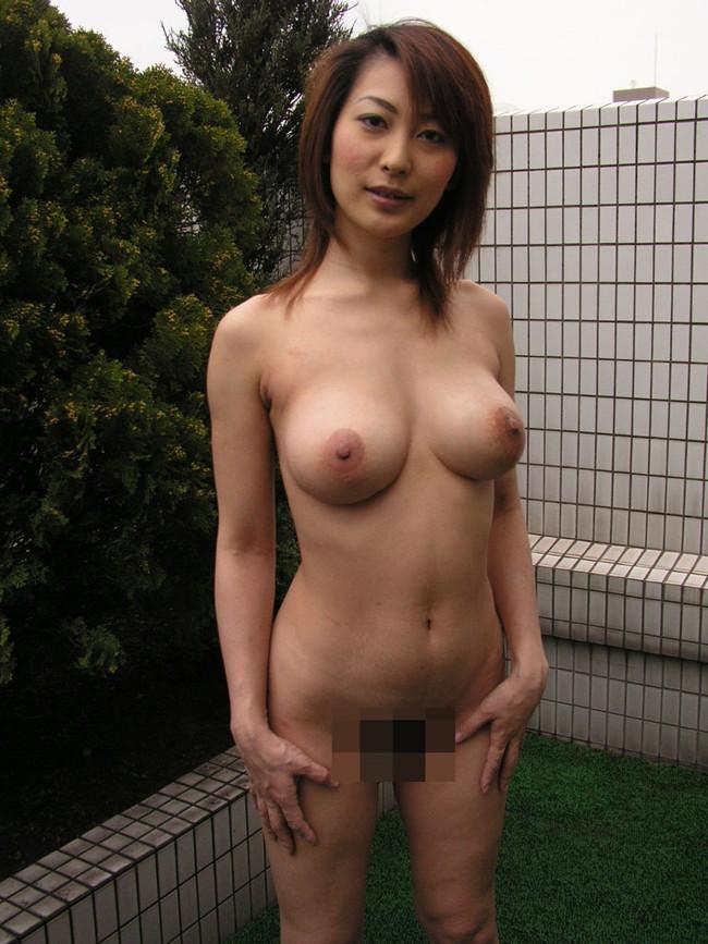 【おっぱい】大人の魅力を感じる人妻のスケベな巨乳画像【30枚】 26