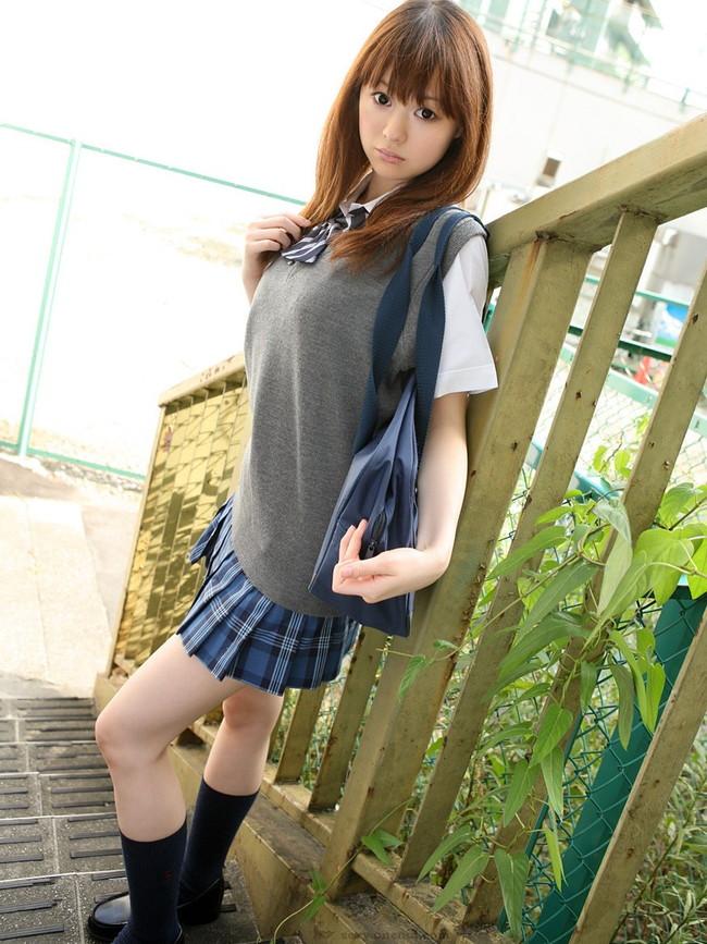 【おっぱい】制服姿の巨乳娘達がセクシー過ぎるww【30枚】 06