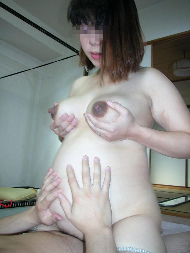 【おっぱい】妊婦さん特有の黒ずんた乳輪がエロすぎるww【30枚】 23