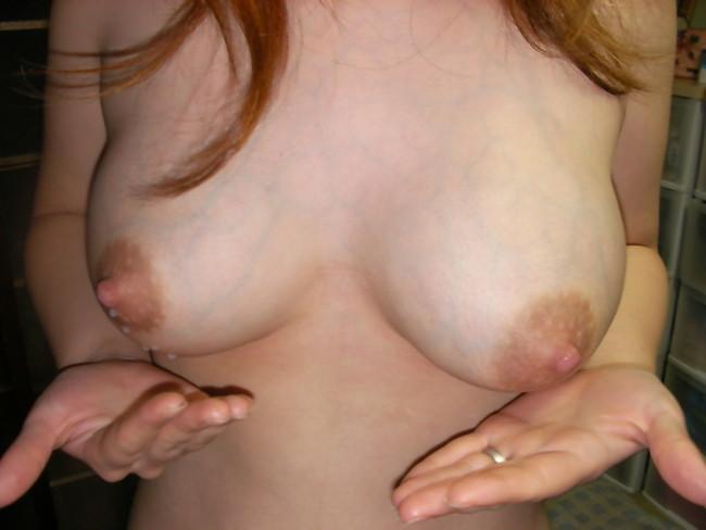 【おっぱい】真っ白の母乳を撒き散らしたり滲ませている奥様!【30枚】 05