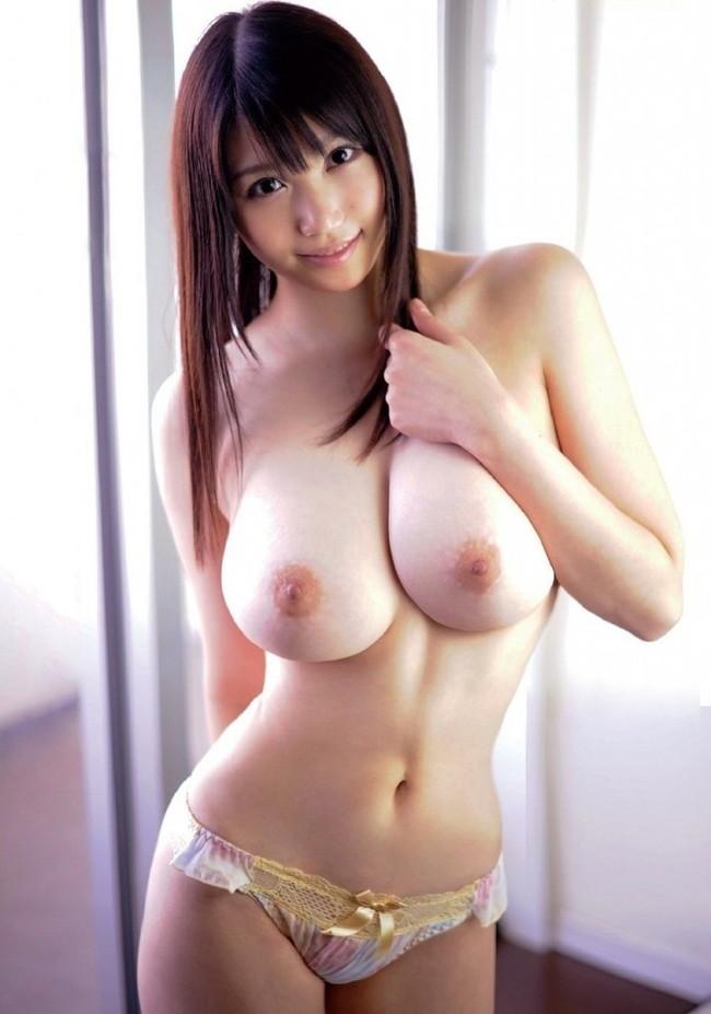 【おっぱい】女性らしいロングヘアーのお姉さんがおっぱい晒してるww【30枚】 29