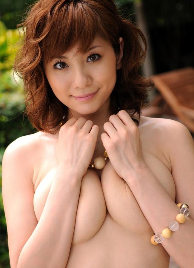 【おっぱい】j恥ずかしそうに手ブラでおっぱいを隠している女の子!【30枚】 10