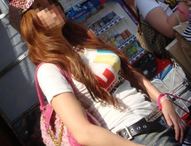 【おっぱい】巨乳なのにTシャツを着たおかげでおっぱいぱっつんぱっつん!【30枚】 22