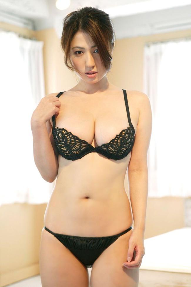 【おっぱい】巨乳美女が下着姿で誘惑しちゃってるぞww【30枚】 30