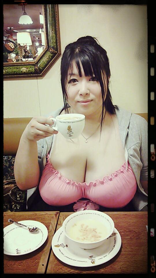 【おっぱい】かなり脂肪がくっついてしまっているファットな女性のエロ画像!【30枚】 23