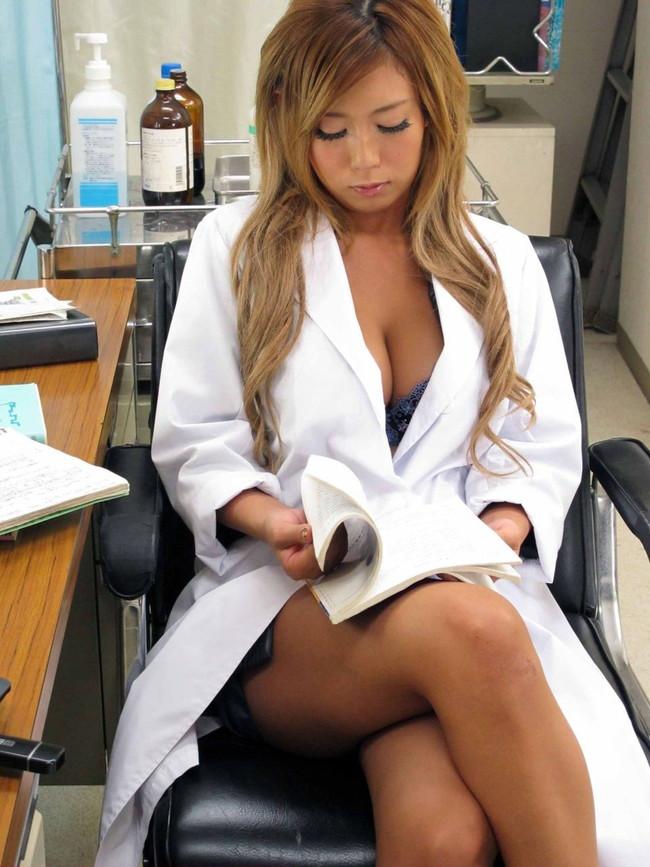 【おっぱい】肉体の全てを知り尽くした女医さんのおっぱいがイヤらしい【30枚】 14
