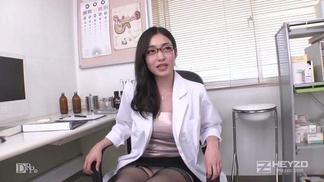 【おっぱい】肉体の全てを知り尽くした女医さんのおっぱいがイヤらしい【30枚】 18