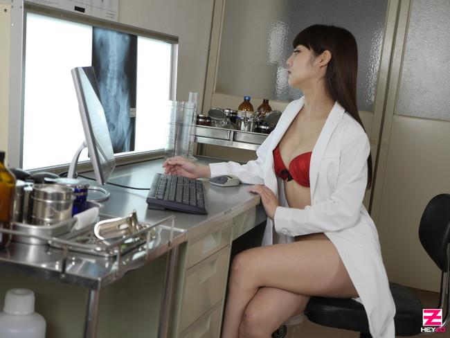 【おっぱい】肉体の全てを知り尽くした女医さんのおっぱいがイヤらしい【30枚】 24