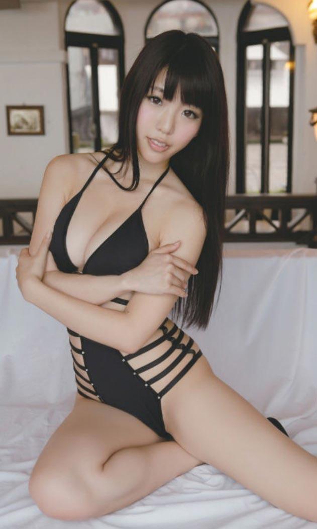 【おっぱい】黒髪がセクシーな巨乳美女のエロ画像ww【30枚】