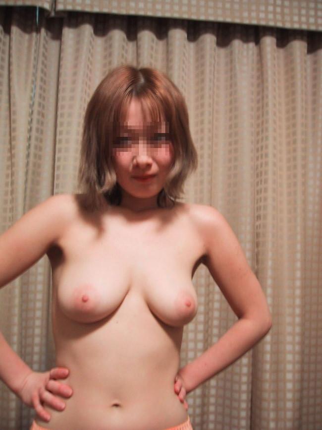 【おっぱい】茶髪が印象的なお姉さんのエロ画像!【30枚】 11
