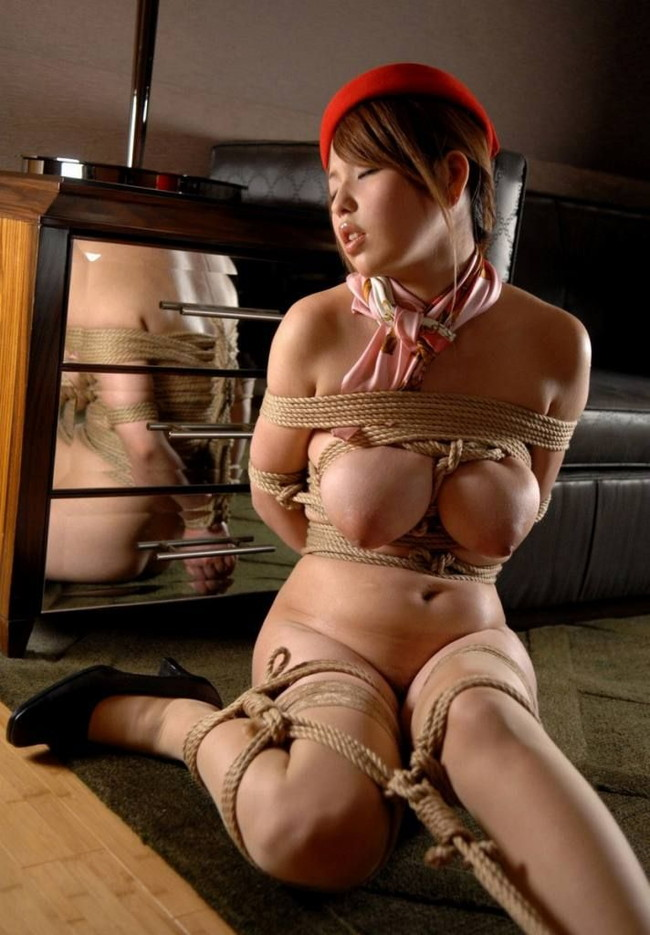 【おっぱい】紐などで縛られてしまっておっぱいが強調されてるエロ画像ww【30枚】 05