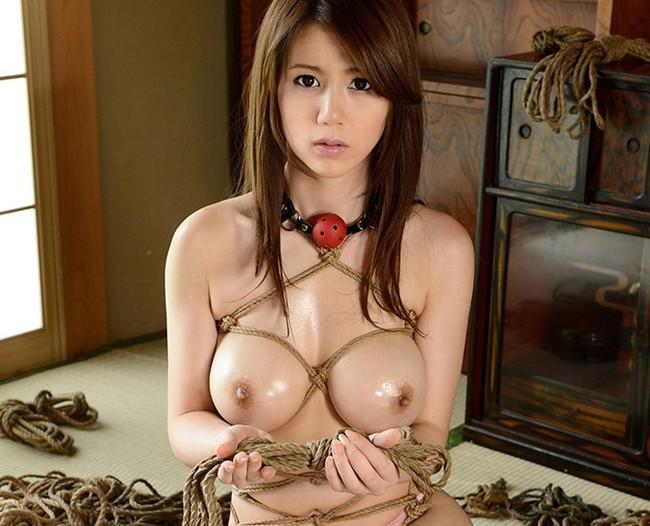 【おっぱい】紐などで縛られてしまっておっぱいが強調されてるエロ画像ww【30枚】 12