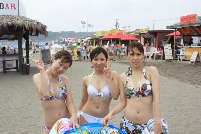 【おっぱい】ただでさえエロいギャルの水着画像がヤバ過ぎるww【30枚】 09