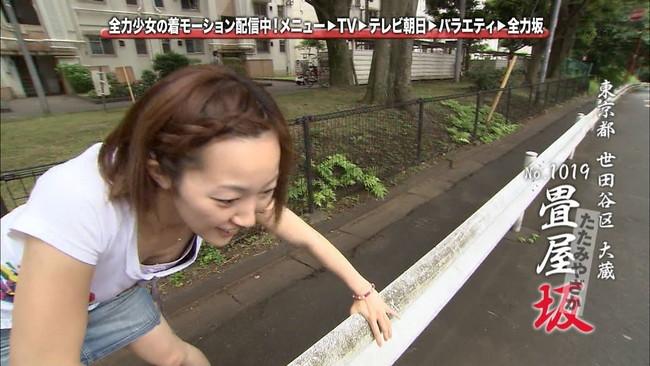 【おっぱい】貧乳過ぎてあっさり胸チラしちゃってるお姉さん!【30枚】 22