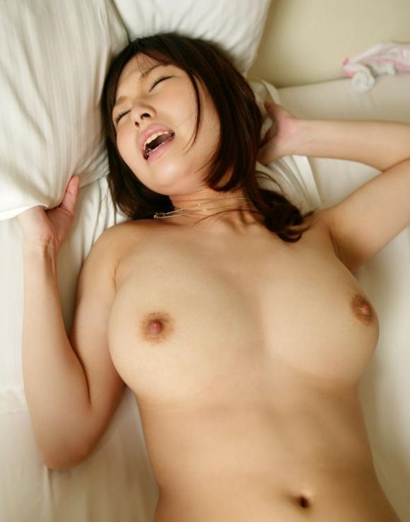 【おっぱい】おっぱいが揺れまくる正常位セックスのエロ画像【30枚】 04