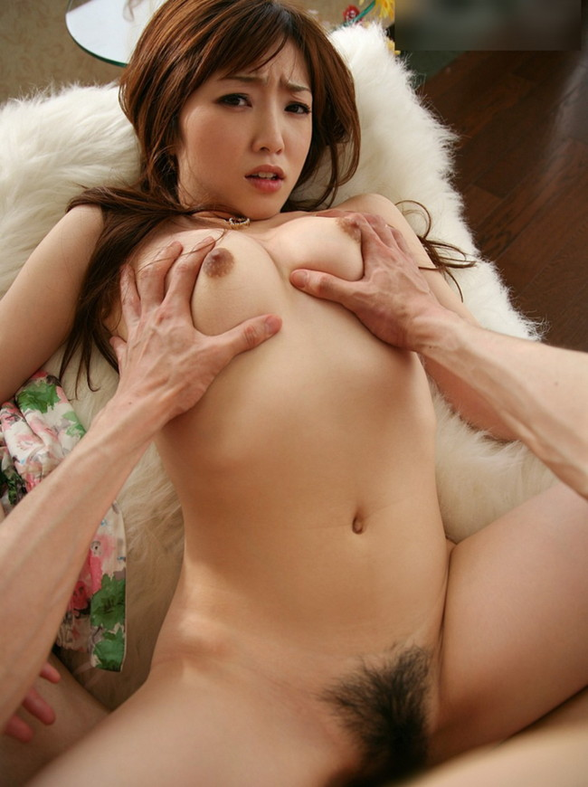 【おっぱい】おっぱいが揺れまくる正常位セックスのエロ画像【30枚】 29