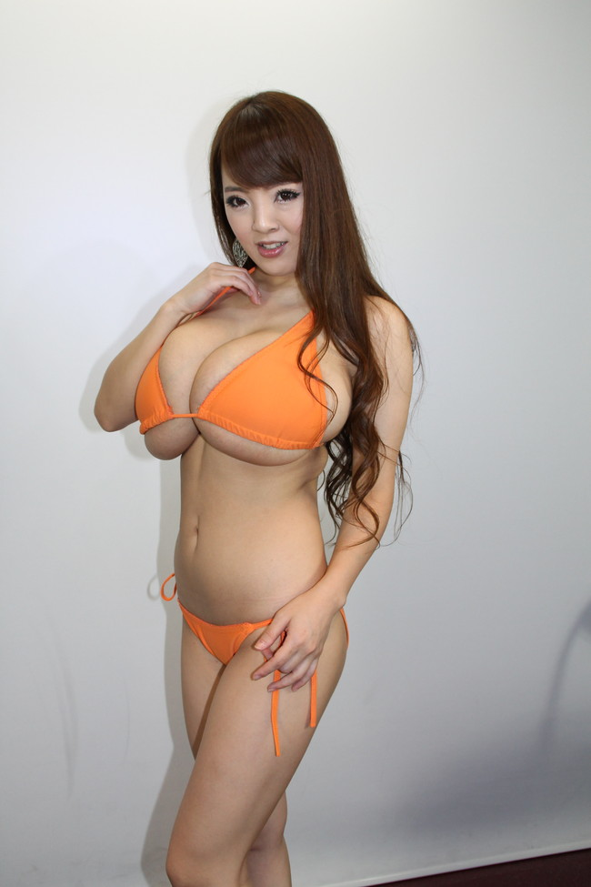 【おっぱい】これこそ奇乳!AV女優Hitomiのエロ画像【30枚】 05