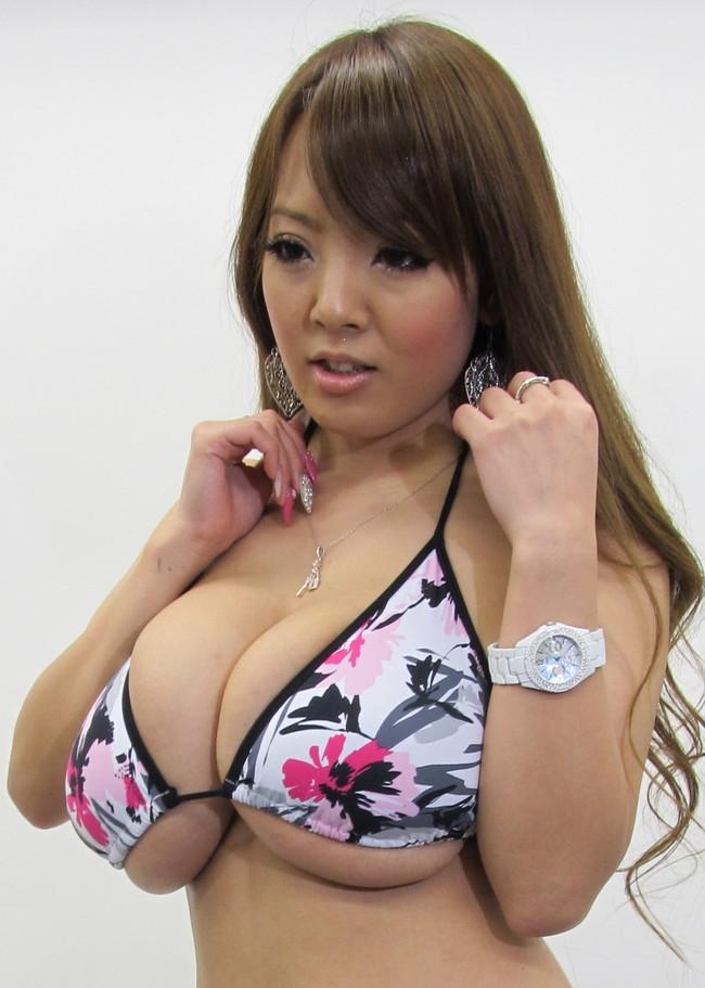 【おっぱい】これこそ奇乳!AV女優Hitomiのエロ画像【30枚】 22