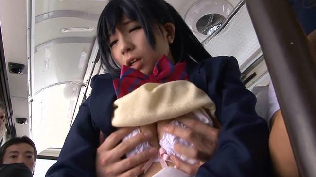 【おっぱい】電車やバスでおっぱいを執拗に痴漢されてるお姉さんのエロ画像!【30枚】 28