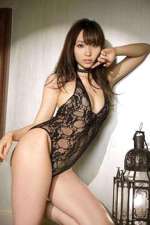 【おっぱい】黒下着が扇情的なお姉さんのエロ画像!【30枚】 12
