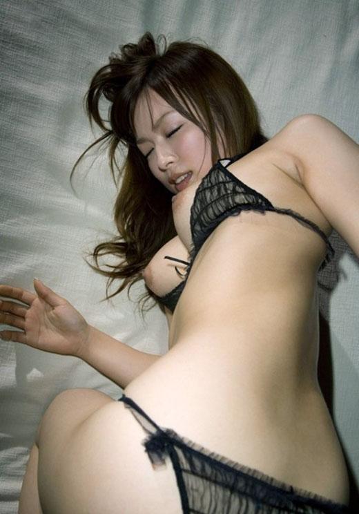 【おっぱい】黒下着が扇情的なお姉さんのエロ画像!【30枚】 18