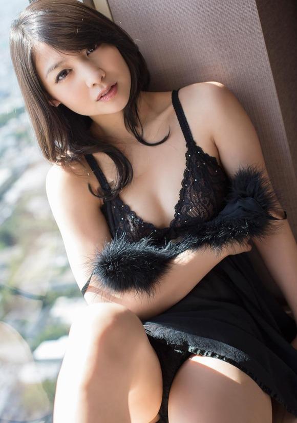 【おっぱい】黒下着が扇情的なお姉さんのエロ画像!【30枚】 19