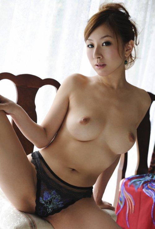 【おっぱい】黒下着が扇情的なお姉さんのエロ画像!【30枚】 22